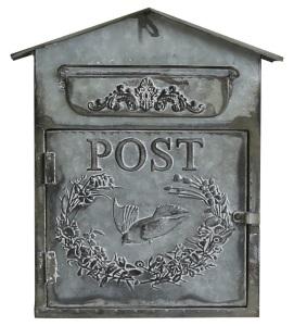 Gammal hederlig postlåda